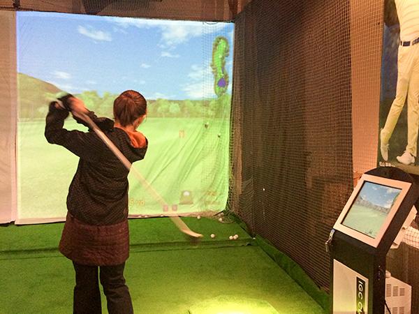 ゴルフ女子に評判のシュミレーターがある R72GOLF ACADEMY 伊丹店(兵庫)